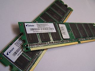 Barrettes de mémoires RAM (source wikipedia)